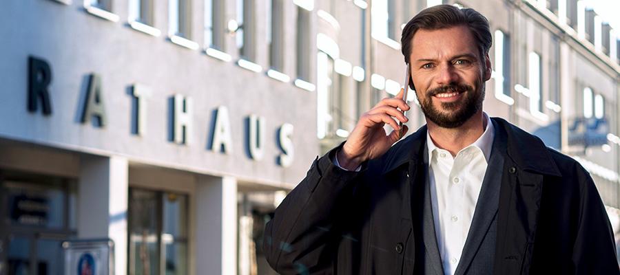 Matthias Rudolph  vor dem Rathaus